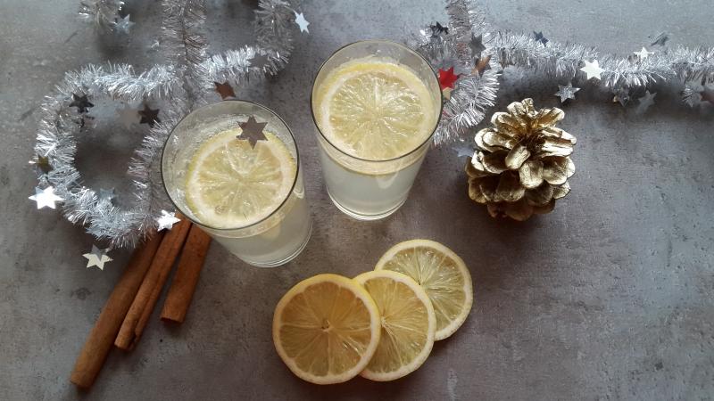 Zimowa lemoniada gruszkowo – cytrynowa z cynamonem