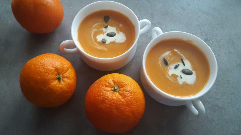 Krem z marchewki, batata i pomarańczy, czyli sezonowe smoothie na ciepło.
