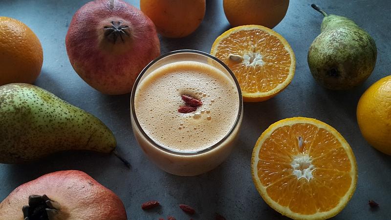 Granat, gruszka i jagody Goi – wzmacniające smoothie