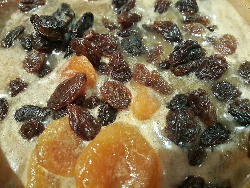 Jak wydobyć smak z suszonych owoców? Rewelacyjny chutney z cebuli, suszonych moreli, śliwek i rodzynek